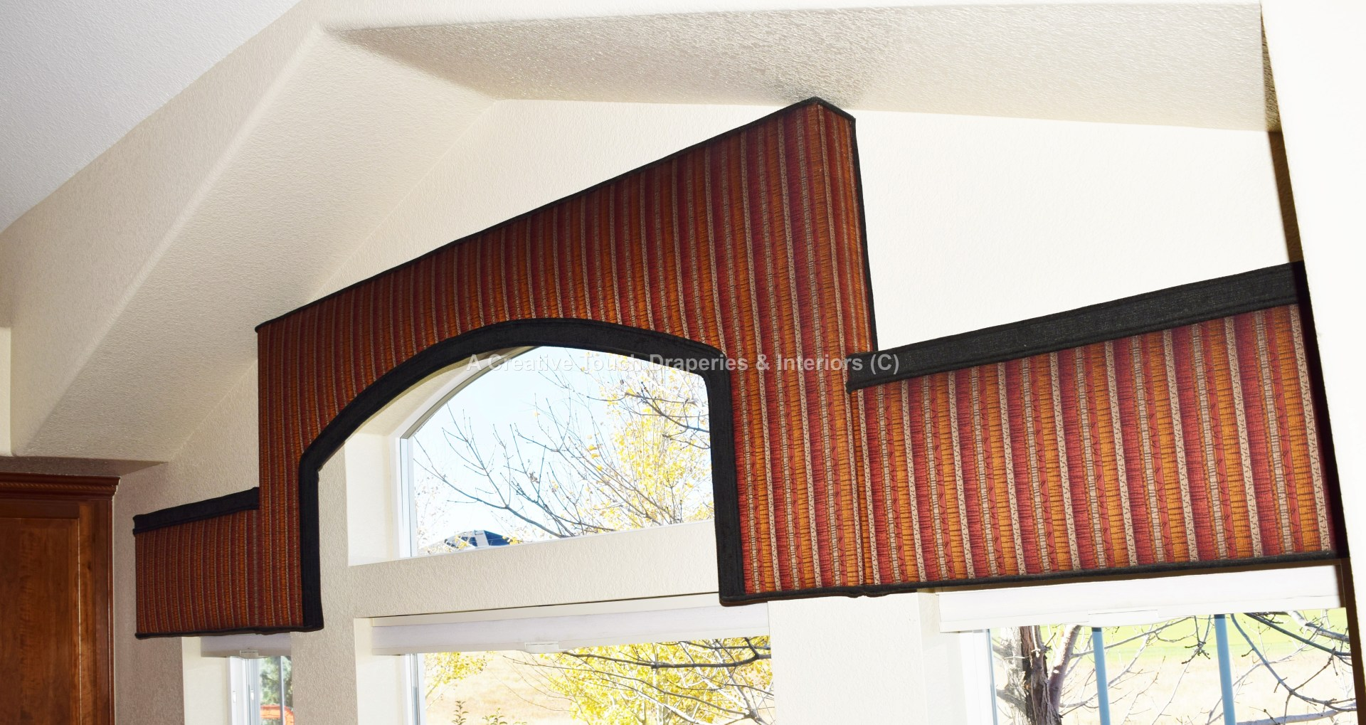 Window valance for arches